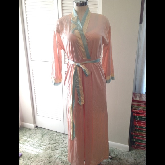 Vanity Fair Intimates & Sleepwear | Vintage Gown And Robe Set Petite ...